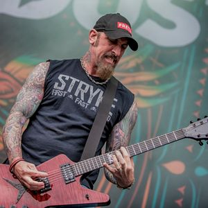John Connolly guitarist of Sevendust and he is the guitarist and lead vocalist of Projected 7-27-17