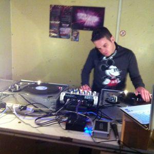 DJ JAMIE - PRE-WARNING WARM UP MIX @ BASSHEAVY STUDIO 1-12-12