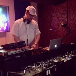 Jake Jenkins w/guest Machinedrum – Friendly Futures Radio (08.14.17)