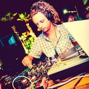 Dj V-Trinak AKA Clicca Lee for Arenal Sound Festival 2k13  Indie/electro mixtape