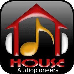 audiopioneers show on phatbeats.net 15 August 2010 1st half hour
