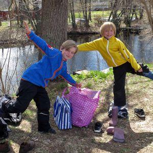 Viggo och Olga fiskar abborre