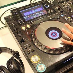 20 Minutes Hands Up Mix Juni 2k11 Vol.3 by Deejay Silver