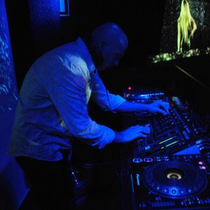 Mixes with Futurepop / Electropop / Electrorock / Synthpop by DJ Jordi Caballé. Year 2011