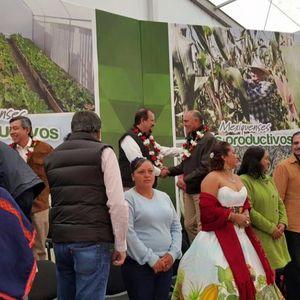 El senador Manuel Cota Jimenez asiste a la entrega de apoyos de pequeños productores