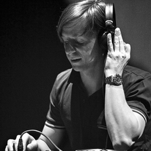 Martin Solveig - C'est La Vie (Alpha Radio) • 22 April 2010