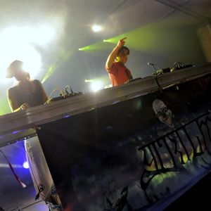 Ytrium aka Ofee Hotic featuring dj Taupe percussions live @ Epipapu 2012