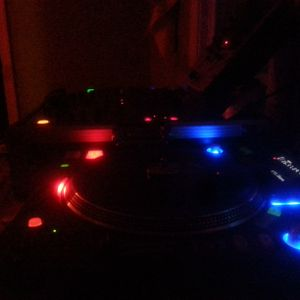 i prefer two turntable's..........
