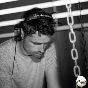 Knowledge Magazine Presents... Liquid Tones [Tomek N & Dickie Promo Mix]