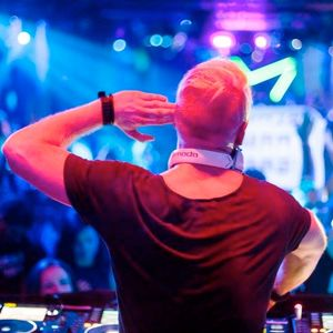 Kris O'Neil pres. Somewhat Classy, Somewhat Trashy #163 - Live from Transmission Pre-Party, Prague