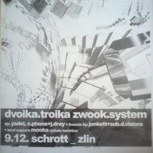 Mooka vs . Dvoika Troika - live in Club Schrott Zlin CZ 09-12-2000 pt. 1