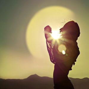 Hiding sun, like the hiding sun ,Waiting for summer sun...
