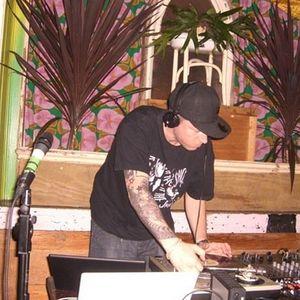 khy boogie - Embassy Bar - 05.08.05 - pt 2