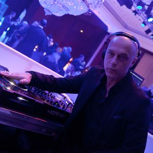 DJ Leon El Ray present the Short side of the Lounge