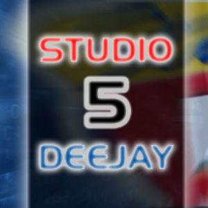 Studio 5 Deejay 01-10-2011