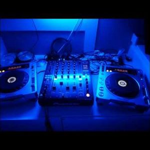 DJ Tizer Mixes From The Underground Side A