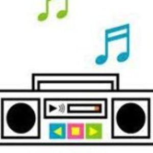 El radio está tocando tu canción #leodan miércoles 10sep14