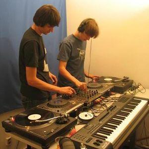 Raresh & Praslea @ GrooveOn Radio (18.12.2012)