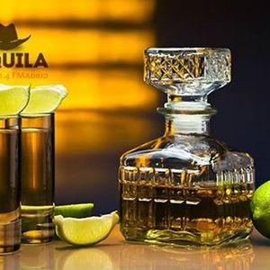 Tequila y cerveza o whisky, country, música con sombrero