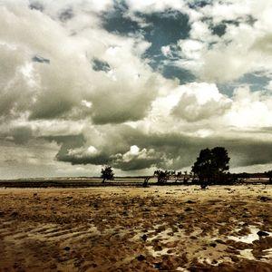 praia nublada é clichê