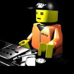 Lego Men like Techno and That's a Fact