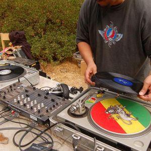 Dj Seek vs Rob Monroy - Tagteam live - Tribal Tech Git-Down (May 11 2011)