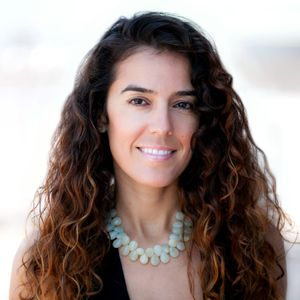 #92 Creating Digital Happiness with Anna Akbari – Podcast