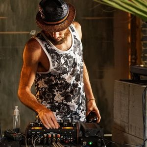Cedric Woo: The 'Wednesday Alternative' Mix