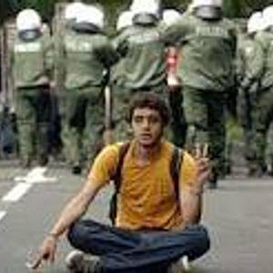 Giftsprutor och demonstranter
