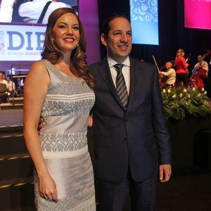 Karina Castro de Domínguez presenta nueva imagen de DIF estatal 08-10-2015