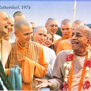 """Clase """"Los apegos y la entrega a Krishna"""" por Bhakti Sundar Goswami Maharaja"""