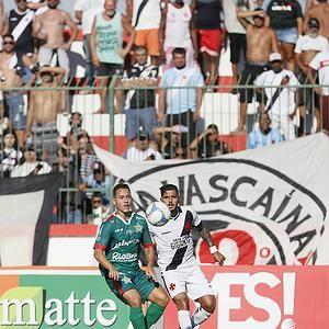 Vasco e Portuguesa não deveriam aceitar jogar às 17h, em Bangu