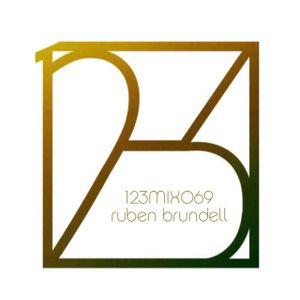 12-3 Mix 069 - Ruben Brundell
