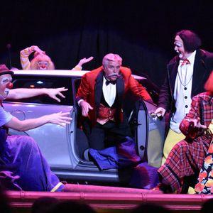 Ringmaster Dinny McGuire & Dir. of Int'l Clown Hall Of Fame Greg DeSanto talk back stage hilarity