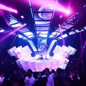 Ok Vinahouse to BlueMoon Club-- DJ Mking on the mix