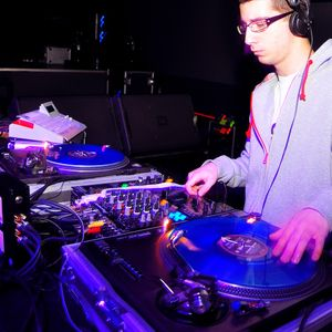 """DJ One - """"On To The Next"""" Show on radio MOF (15.10.2011)"""