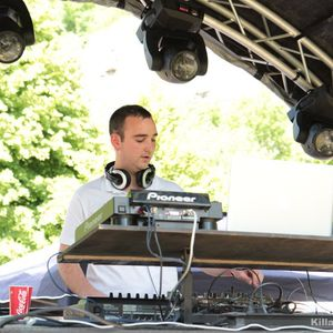 REMIUZ LIVE @ Coffee Boys & Friends Garden Party May 2011
