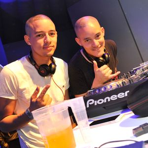 The Shakedown Mix by Twins On Decks (20 11 15)