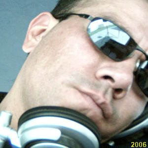 HOLA ..AQUI TE DEJO LA SESSION HOUSE 34 DJMOYO 2012. SOLO DALE CLICK A LA IMAGEN O AL LINK. Y LISTO.