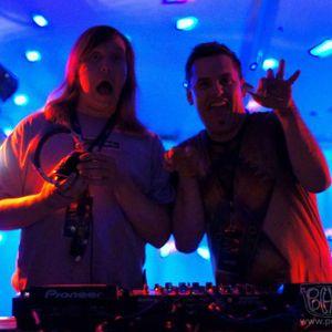 THE ARCHITECTS (Aarta & Doug De LA Fresca) Live @ ETG in Seattle 2011 —> Enjoi!