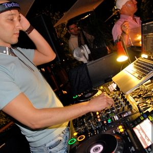 2012.07.30 at Le Bistro warm up by Chucky.mp3