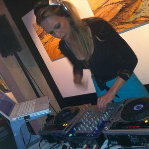 Djane VERA LAPA - LADIES ON CONTROL (Mixed Live)