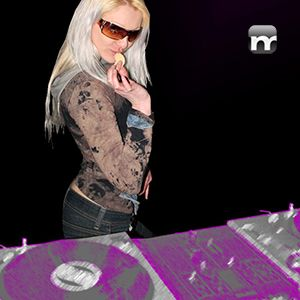 DJane-Crusty-ladies-night-11-10-03-mnmlstn