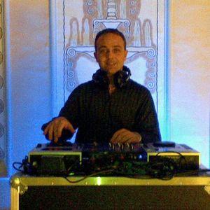 Domix dj mixa la musica dance melodica di ottobre 2012