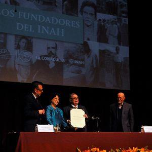 Conferencia Magistral de León Portilla dedeicada a los fundadores del INAH