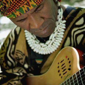 « Dans la loge de l'artiste » avec Gotta Lago ÉPISODE 7 : Gotta joue de la guitare avec un papier