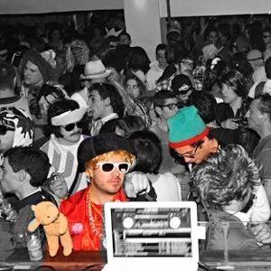 """Emissão de 2012-02-15 para a Rádio KASET (www.radiokaset.com), em formato especial """"Carnaval"""""""