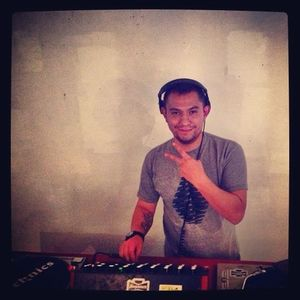 DJ PEDRO FLORES 2013-10-27 live @Emergency ARTS @LIFE is BEAUTIFUL