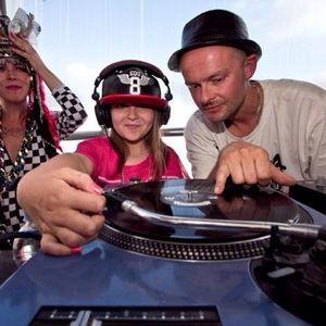DJ RUBILICIOUS (MY 12 YEAR OLD DAUGHTER) - FIRST EVA MIXTAPE - OLDSKOOL GARAGE