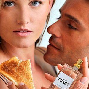 Perfume con olor a tostada, labios de silicona para ciberbesos y otros regalos originales para pedir